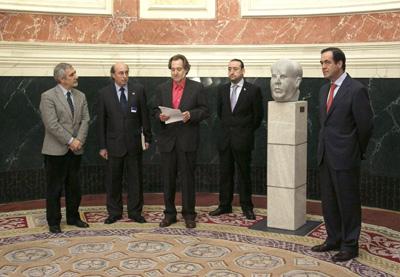 Acto de entrega del busto de Manuel Azaña donado por Izquierda Socialista al Congreso. -