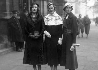 De izquierda a derecha, las hermanas Unity, Diana y Nancy Mitford, en una imagen tomada en 1932. GETTY