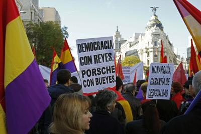 Manifestación contra la 'Constitución monárquica' y a favor de la III República.