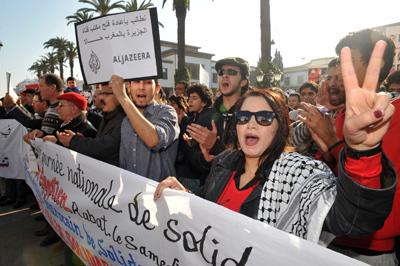 Marroquíes se manifiestan, ayer en Rabat. - AFP