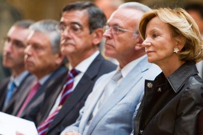 Salgado junto a los máximos responsables de las cajas en un acto en la Moncloa en el que Zapatero presentó la reforma de la Ley de Cajas.ANGEL NAVARRETE