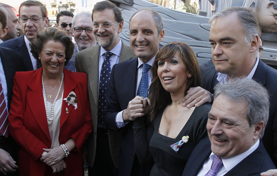 http://imagenes.publico.es/resources/archivos/2011/3/18/1300475140683RAJOY-3gd.jpg