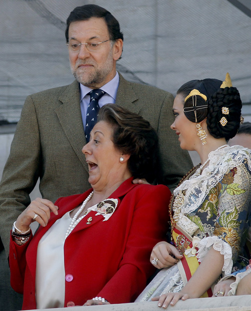 http://imagenes.publico.es/resources/archivos/2011/3/18/1300475788607rajoy-6gd.jpg