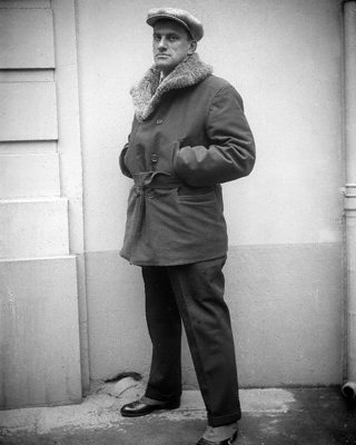 Maiakovski, en París en 1925, antes de partir a EEUU.