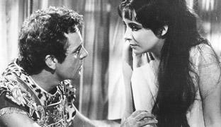 Junto a Richard Burton, uno de sus papeles más recordados fue el que dio vida en la gran pantalla a 'Cleopatra' en la película de 1963.