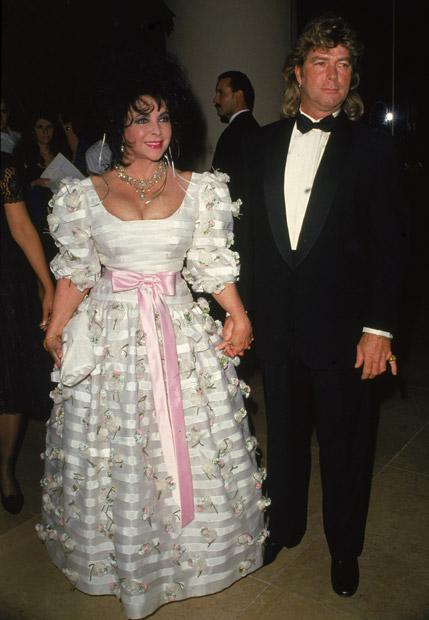 Elizabeth Taylor se casó con siete hombres distintos. El último fue Larry Fortensky, con quien contrajo matrimonio en 1993.