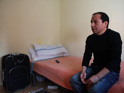 Fernando Garcés, de 50 años y en paro, ha pedido ayuda al Gobierno para regresar a Ecuador. Miguel García Castro
