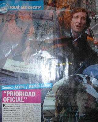 Página de la revista 'Qué me dices' con las imágenes del sobrino del rey y el cartel que colocó en el parabrisas.