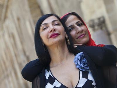 Maram al-Masri y Fatena al-Gurra, en Córdoba, durante el festival de poesía Cosmopoética. enríque gómez
