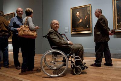 José Milicua en El Prado ante La vista', de la serie Los cinco sentidos' de José de Ribera. Dani pozo