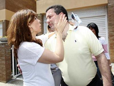La presidenta del PPC, Alicia Sánchez-Camacho, saluda a Felip Gil, candidato a la alcaldía de Salt.-