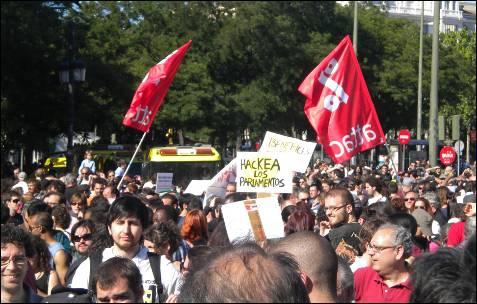 'Hackea a los parlamentarios' se pedía en las calles de Madrid.