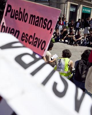 Algunos manifestantes han acampado en la madrileña Puerta del Sol. g. pecot