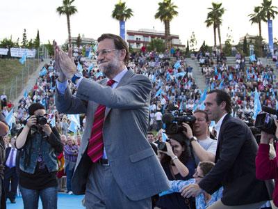 Rajoy, ayer, junto al líder del PP balear, José Ramón Bauzá, en el Parc Sa Riera de Palma de Mallorca. jaime reina