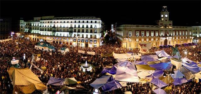 Manifestantes en Sol esta noche. REUTERS