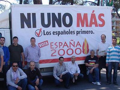 Lema de España 2000: 'Ni uno más, los españoles primeros'.