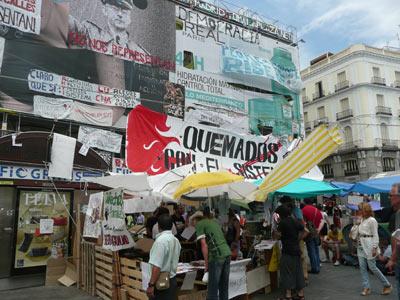 En la Puerta del Sol de Madrid los 'indignados' llevan 10 días de acampada. PÚBLICO