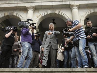 El vicesecretario general del PSOE, José Blanco, a su salida del Palacio Consistorial de Ferrol, ayer. efe