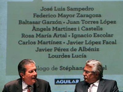 Federico Mayor Zaragoza y Baltasar Garzón, durante el acto.-