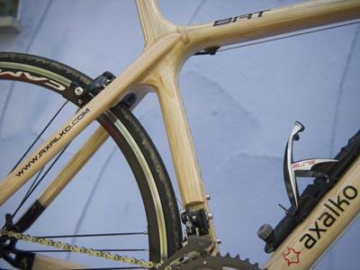 Bicicletas fabricadas con madera guardabarros comite de - Casetas para bicicletas ...