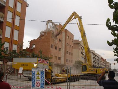 Las piquetas continúan siendo parte del paisaje de Lorca un mes después de los dos terremotos.