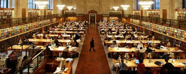 A sala de leitura principal da Biblioteca Pública de Nova York, uma das vítimas dos cortes de orçamento. REUTERS