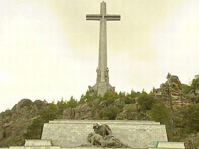 Cruz del Valle de los Caídos y la escultura de la Piedad./EP