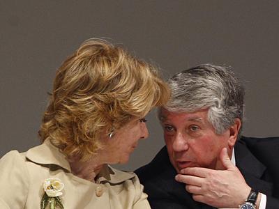 Arturo Fernández, presidente de CEIM, conversa con Esperanza Aguirre. Marta Jara