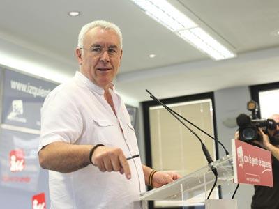 Cayo Lara, durante una rueda de prensa en la sede federal de IU, en Madrid, el pasado 23 de mayo. GUILLERMO SANZ
