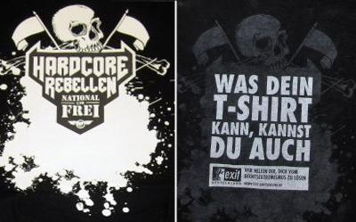 A la izquierda, la camiseta con su primer mensaje. A la derecha,con el mensaje secreto tras el primer lavado