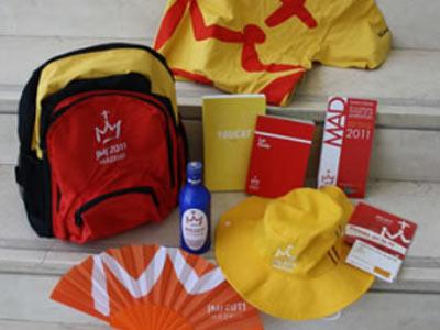 La mochila que recibirán los peregrinos con todo lo necesario para las jornadas.