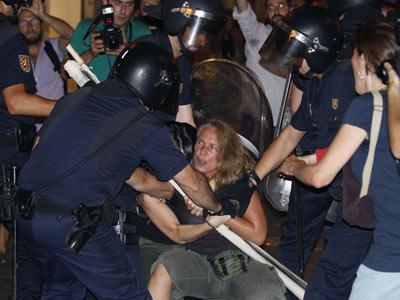 Represión contra las protestas por la financiación pública de la JMJ 1313656103512carga-policial-laicadn