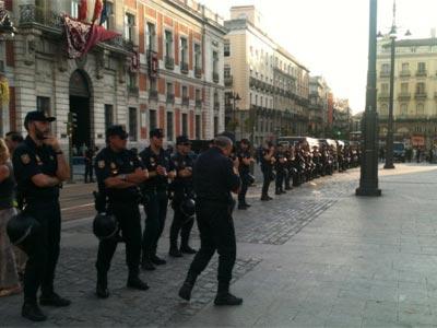 Un cordón de policía impide el acceso al centro de Sol - Stéphane M. Grueso (@fanetin)