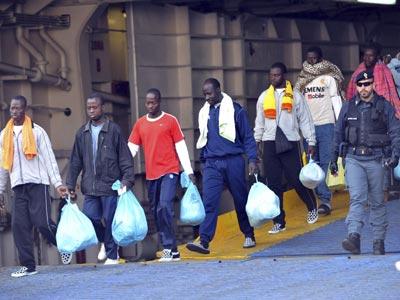 Italia podrá confinar a los inmigrantes hasta 18 meses