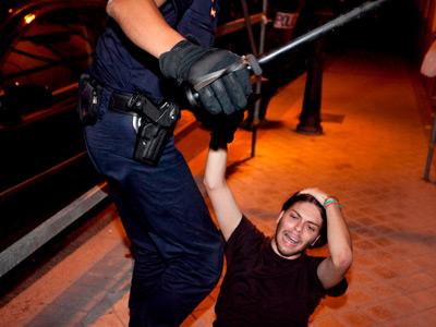 Primeras denuncias contra las agresiones policiales 1314130496303agresiondn