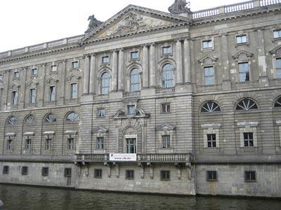 Fachada de la Biblioteca Central de Berlín.