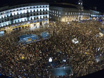 La Puerta del Sol de Madrid, a última hora de ayer, repleta de ciudadanos indignados. ángel navarrete