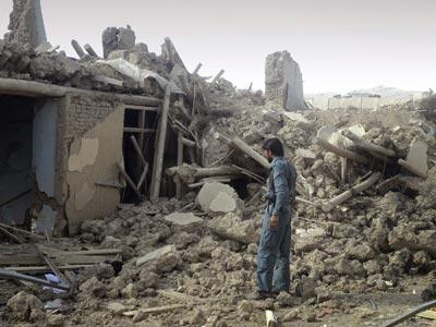 El lugar del atentado de ayer en Sayed Abad. AP