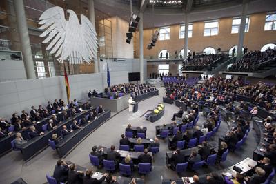El papa Benedicto XVI interviene ante los parlamentarios alemanes en el Bundestag.- Herbert Knosowski (EFE)