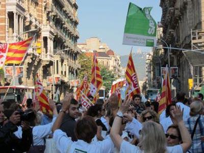 Los trabajadores sanitarios cortaron algunas de las principales vías del centro de Barcelona.EUROPA PRESS