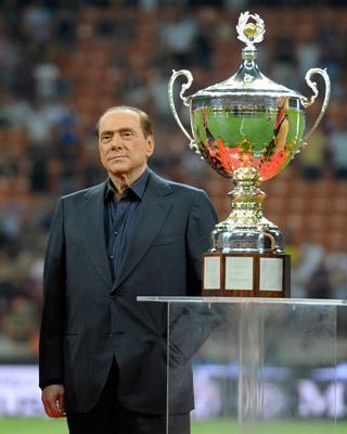 Berlusconi, en su ocaso político, se refugia ahora en los éxitos deportivos.