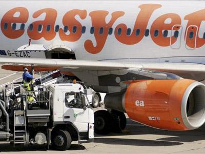 Un avión de la aerolínea británica de bajo coste.-EFE