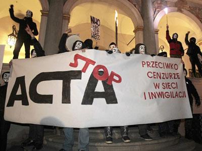 Manifestantes contra el ACTA, ayer en Polonia.