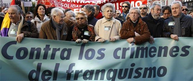 Cabeza de la manifestación en apoyo a Garzón y en contra de la impunidad de los crímenes del franquismo.