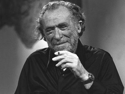 Imagen de Charles Bukowski tomada en París durante el programa de la televisión francesa 'Apostrophes', en 1978.
