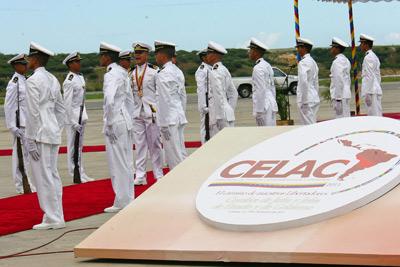 La guardia de honor venezolana recibió en Caracas a los dirigentes que asistieron a la cumbre de la Celac.-