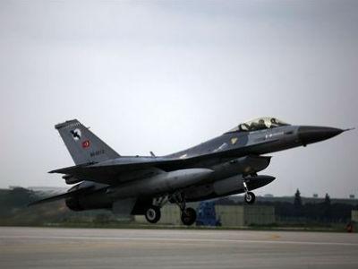 Cazabombardero turco F-16. REUTERS