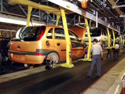 Foto de archivo de los trabajadores de la planta de General Motors en Figueruelas (Zaragoza).