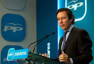 El vicesecretario general de Organización y Electoral del PP, Carlos Floriano, en una rueda de prensa en Génova.