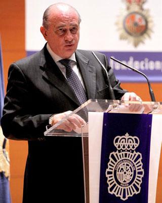 El ministro del Interior, Jorge Fernández Díaz, durante su intervención ayer en el acto de entrega de los Premios del Cuerpo Nacional de Policía a los Valores Humanos y de Periodismo 2012.
